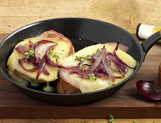 Cheese slices with raclette and onion topping