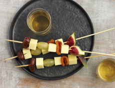 Aperitif skewers with raclette cheese, autumn